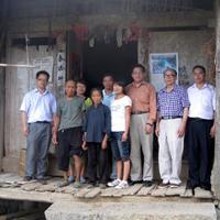 Herr Zhang besucht die Mittelschule in Luodian