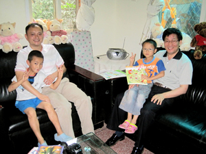 Herr Zhang mit dem Dorfleiter Herr Xia